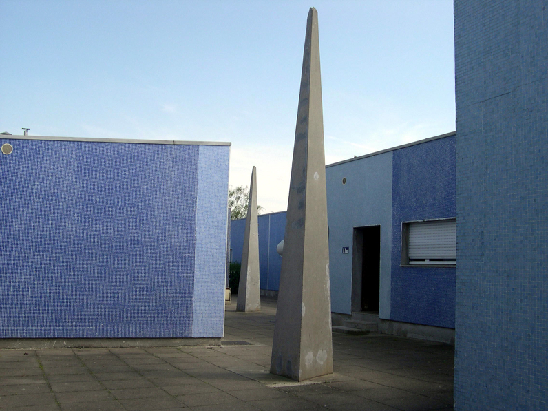 Collection ville de Grigny sculpture de la Grande Borneobélisque.jpg