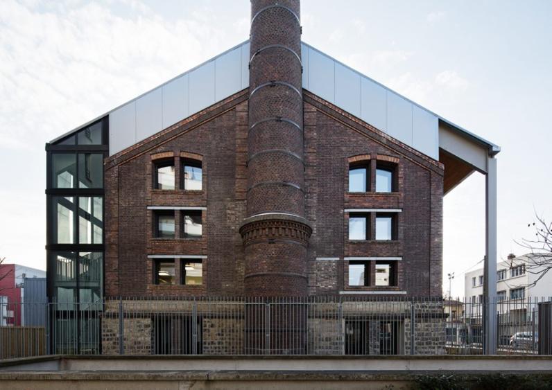 Façade à la cheminée réhabilitée par Philippe Prost architecte.